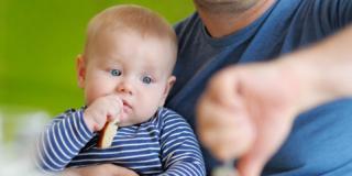 Prime pappe a 4 mesi di età per l'alimentazione del bambino