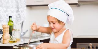 Alimentazione: bastano poche regole per far mangiare sano i bambini