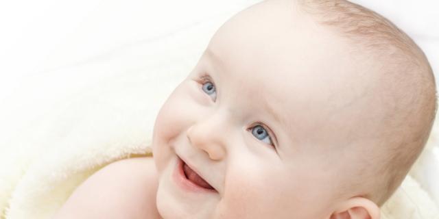 Linguaggio: parlare al bebè in più lingue migliora la sua intelligenza?