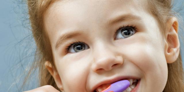 Carie e non solo: in aumento i problemi dei denti fra i bambini