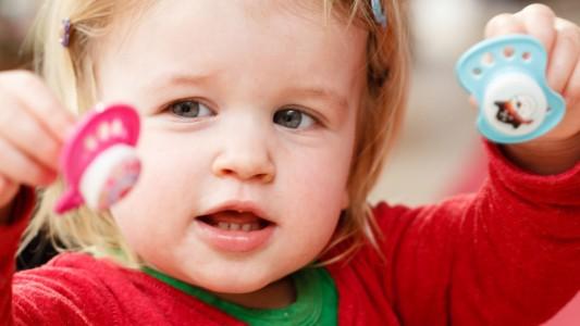 Il ciuccio interferisce con la relazione genitore e figlio?