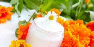 Cosmetici naturali: pochi ingredienti e più sicurezza per la pelle