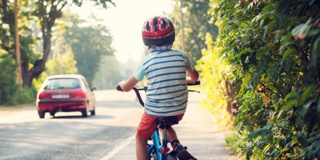 Meno traffico e più gioco all'aria aperta per la salute dei bimbi
