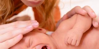 Pianto del bebè: l'importanza di rispondere
