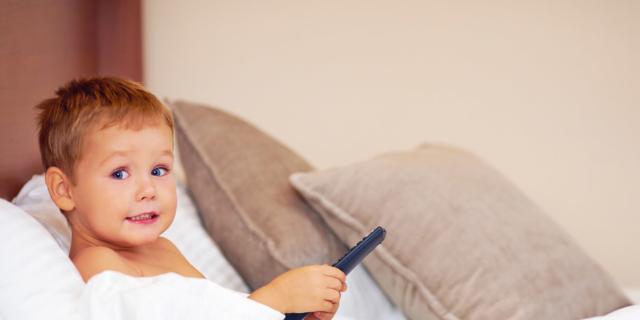 Obesità infantile: niente televisione in cameretta!