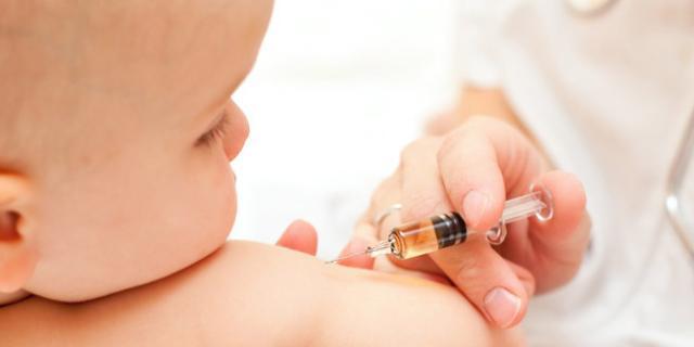 Prima dose di vaccinazioni nel neonato – terzo mese
