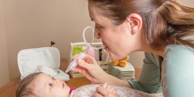 Lavaggio del nasino del neonato