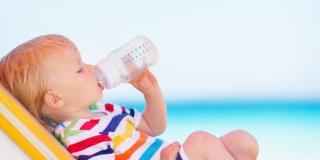 Acqua durante l'allattamento e lo svezzamento