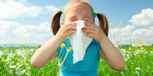 Bambini allergici: 10 regole anti pollini