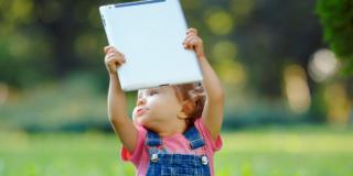 Bambino: da Ipad e smartphone danni allo sviluppo del cervello?