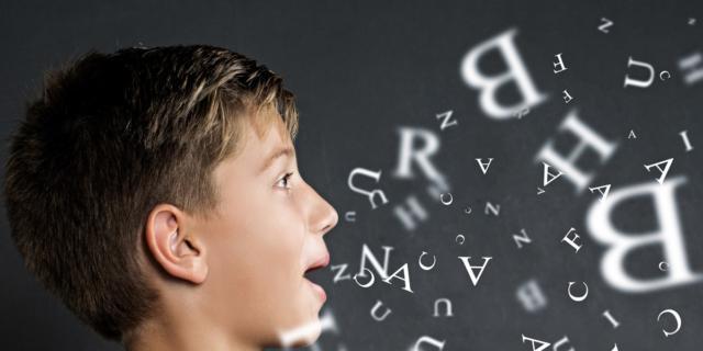 Sviluppo del linguaggio: un aiuto dalle voci conosciute