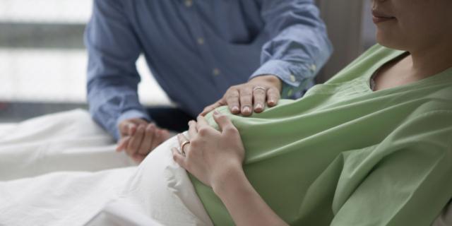 Il 90% dei papà italiani assiste al parto