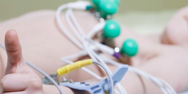 Cuore più protetto con l'elettrocardiogramma a scuola