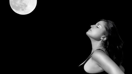 Parto: la luna non avrebbe alcuna influenza