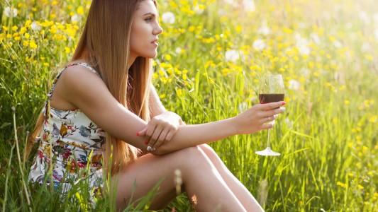 Alcol: già nelle prime settimane di gravidanza causa danni al feto