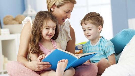 Leggere ai bambini facilita lo sviluppo del linguaggio