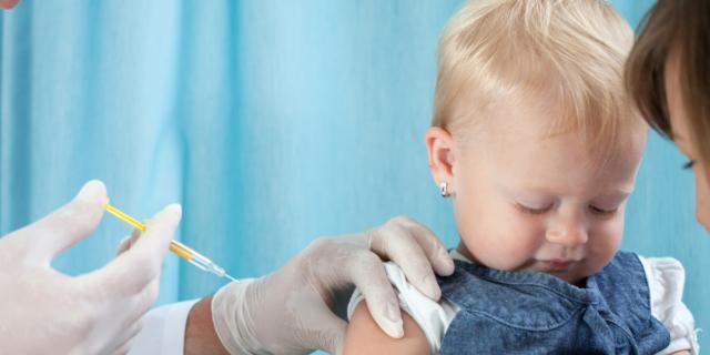 Vaccino contro il morbillo? L'ago batte lo spray
