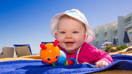 Estate 2015: come affrontare il viaggio, e la vacanza, con un neonato
