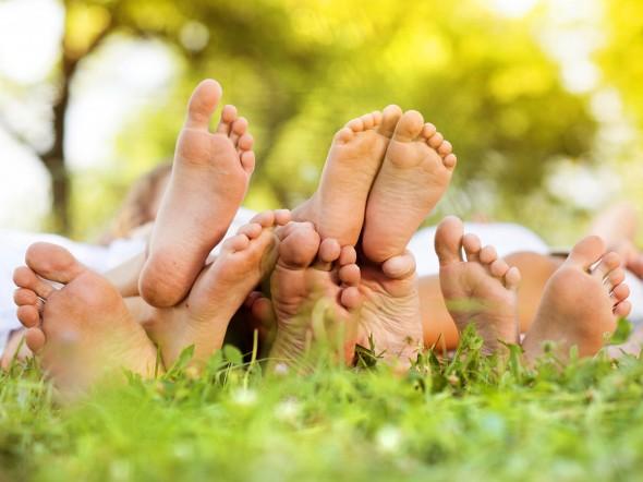 A piedi nudi nel parco s ma anche a casa bimbi sani for 300 piedi quadrati a casa