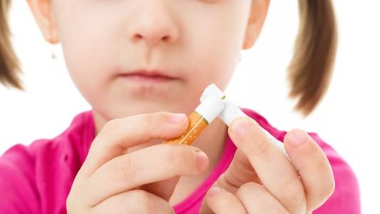 Divieto di fumo: una legge per mamme e bambini