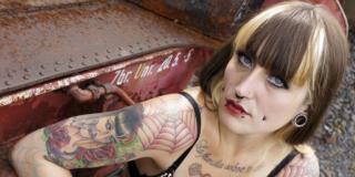 Tatuaggi e piercing: rischi per un ragazzo su quattro