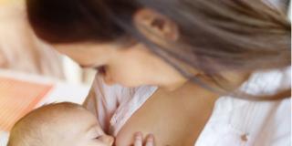 Ecco i falsi miti sull'allattamento al seno