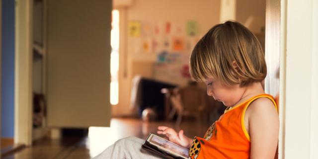 Tablet e bambini: non più di mezz'ora al giorno