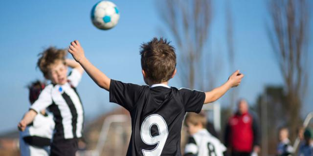 Calcio: attenzione ai colpi di testa nei bambini
