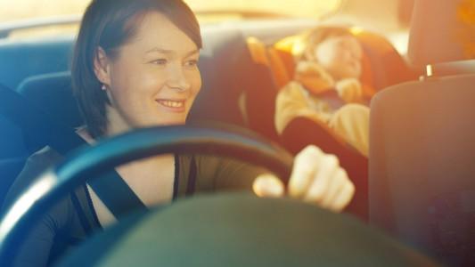 Seggiolini auto: in arrivo una nuova fibbia salva-bambini