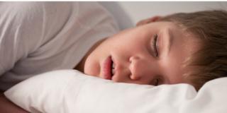 Adolescenti: se il sonno è irregolare ingrassano