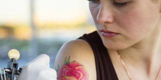 """Tatuaggi: sempre più italiani con i """"decor"""" sulla pelle"""