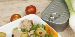 In Italia l'alimentazione è poco green: troppe scatolette!