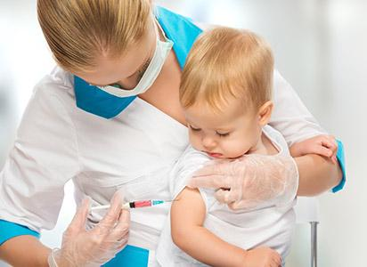 Vaccini obbligatori per andare a scuola: accordo tra le Regioni
