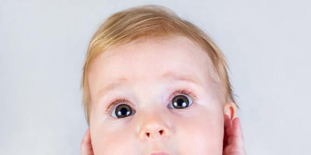 Neonato: muovere lingua e bocca lo aiuta a capire i suoni