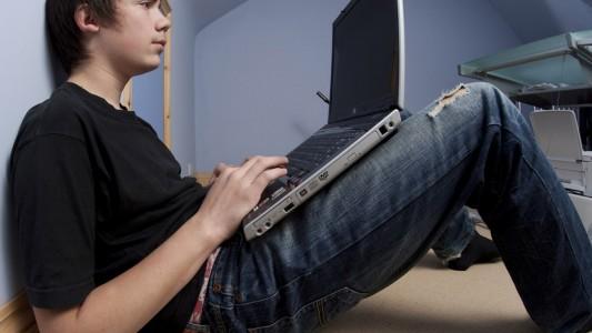 Web: adolescenti sempre più schermodipendenti