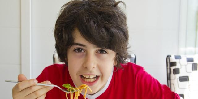 Alimentazione degli adolescenti: monotona e poco bilanciata