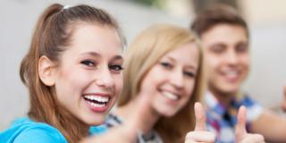 Adolescenti più felici oggi di ieri. Ma gli adulti…