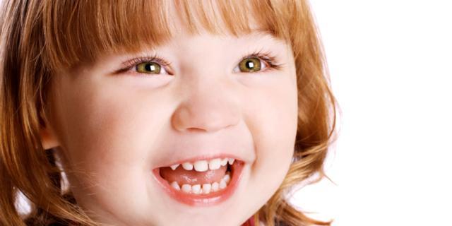 Il fumo di sigaretta è nemico dei denti dei bambini