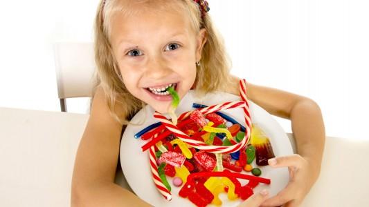 Bambini obesi: si curano con la dieta sugar free