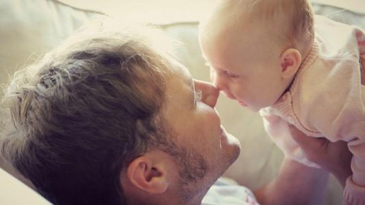Congedo obbligatorio ai papà: che cosa è cambiato