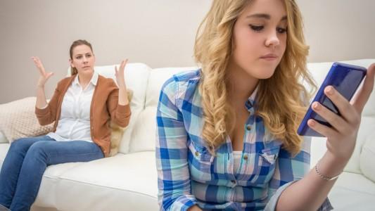 Tra genitori e figli (adolescenti) c'è di mezzo lo smartphone!