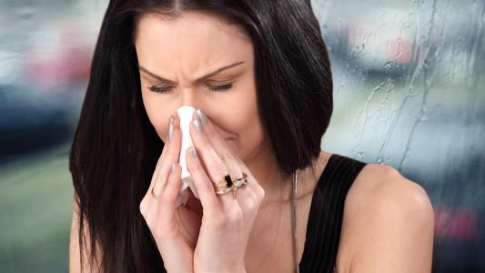 Influenza: le donne la sopportano meglio degli uomini