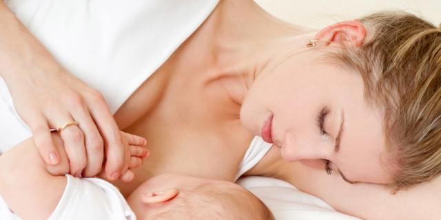 Lorenzin: servono nuove linee guida sull'allattamento al seno