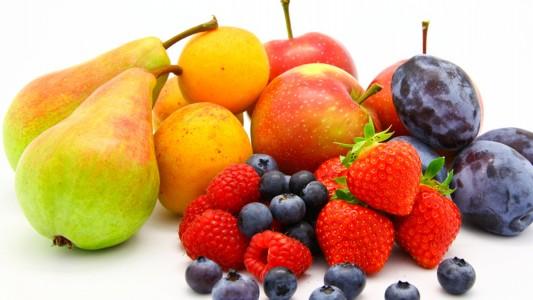 Obesità: si combatte con mele, pere, fragole e cipolle