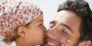 Festa del papà: sorpresa! Sono più permissivi delle mamme