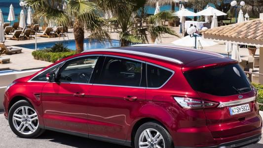 """Ford S-MAX: una """"family car"""" tutta tecnologica"""