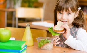 Contro l'obesità sì allo spuntino a scuola