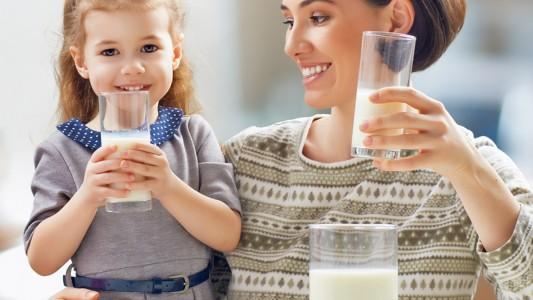 Latte intero: perché fa bene