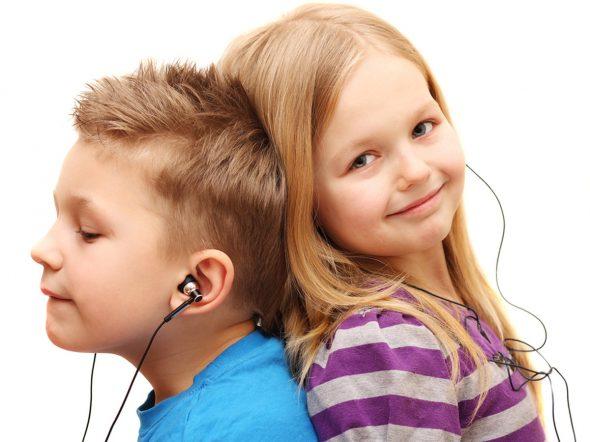 Cuffiette e musica ad alto volume: udito a rischio