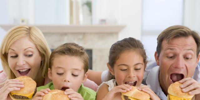 Alimentazione bambini: i figli sono quello che mangiano i genitori